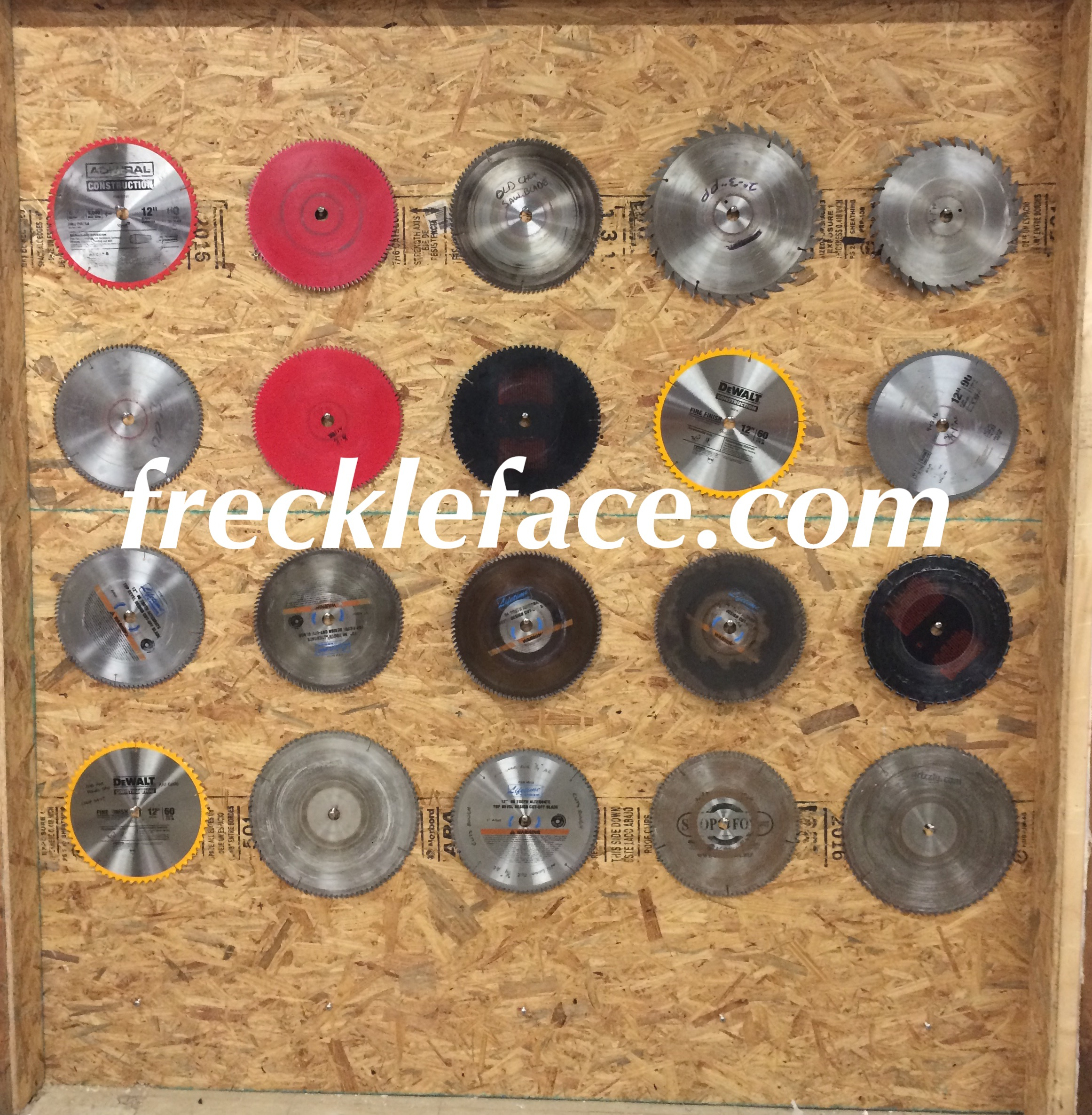 wall of saw blades for cutting plastic sheets